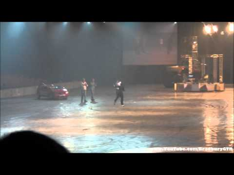 Guy jumps over Lamborghini Murcielago - Top Gear Live 2011