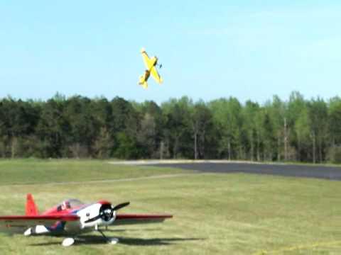 Mike Sauls Cuts the Ribbon, RC Big Bird 3D Aerobatics Fly-in, Irvington, AL.