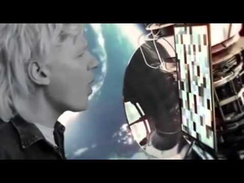 Julian Assange canta en parodia política y Rafael Correa, presidente de Ecuador, se enfada