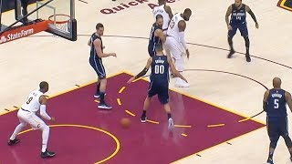 LeBron James IMPOSSIBLE NO-LOOK PASS BETWEEN THE LEGS to Dwyane Wade!