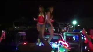 Hot Thai Girl Dance on the Street