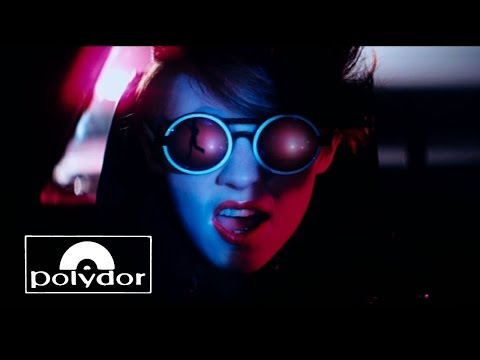 La Roux - In For The Kill (official Video) video