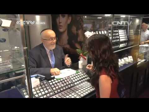 Jewelry & Gem show brings big bling to Hongkong