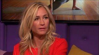 Wendy van Dijk in de ban van Bikram yoga - RTL LATE NIGHT
