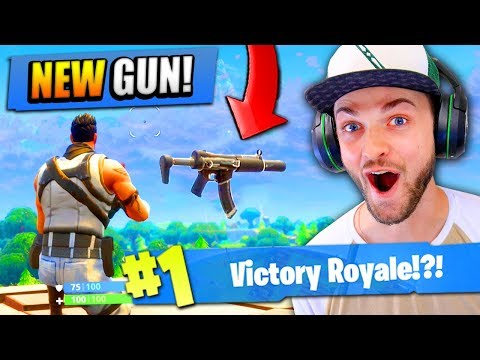 Using the *NEW* GUN in Fortnite: Battle Royale!
