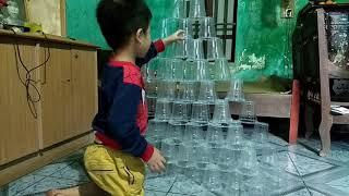 NNQ Trò chơi xếp 100 cái cốc nhựa thành tòa tháp cao