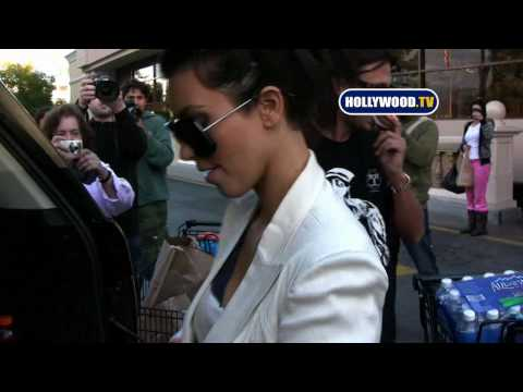 Kim Kardashian Grocery Shopping at Ralphs Video