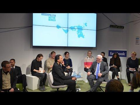 Frank-Walter Steinmeier & Cherno Jobatey im FacebookBerlinTalk