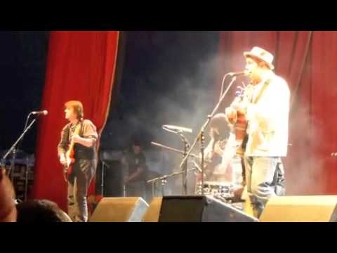"""Crocodile Cryer' - Martin Stephenson & The Daintees at Glastonbury 2013"
