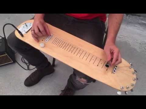 La chitarra a forma di skate