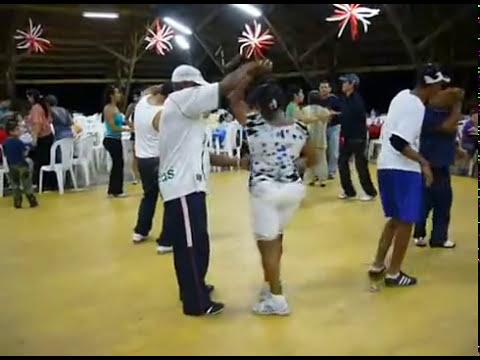 Caleños bailando un domingo