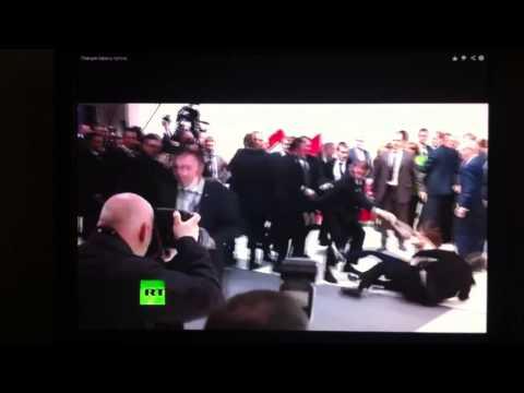 Реакция охраны путина,когда две девочки мешают Путину 2014