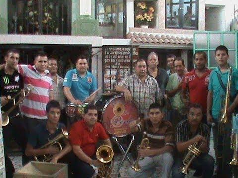 Tocando en  la Capilla de Malverde: Culiacán Sinaloa México Vídeo#563 año 2012.
