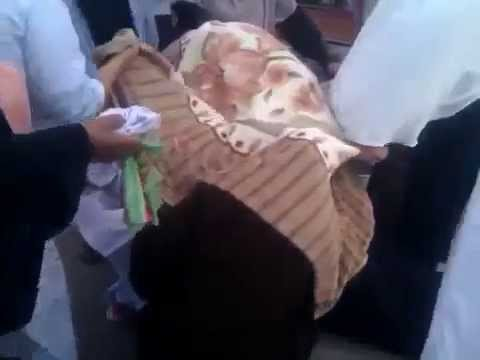 Egyptian woman gives birth outside hospital