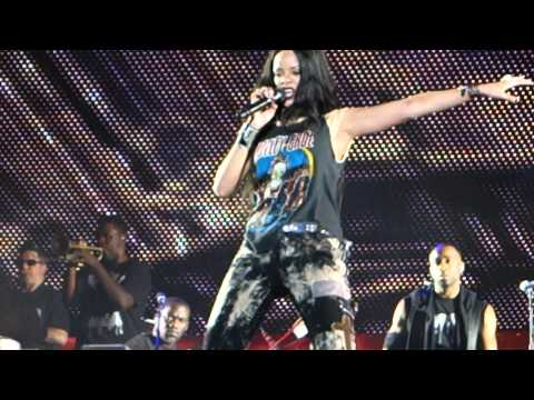 EMINEM X RIHANNA MONSTER TOUR - Rihanna - What's My Name