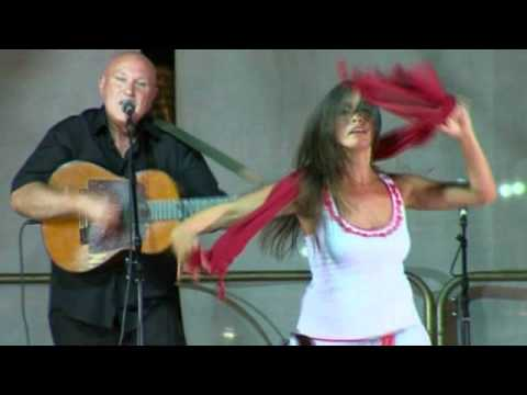 Taranta: TAMBURELLISTI DI TORREPADULI - Il ballo della rinascita - Pizzica Salentina ballo
