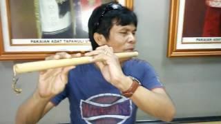 Download Lagu Aksi Maestro Seruling Batak Membawakan Lagu Butet - Korem Sihombing Gratis STAFABAND