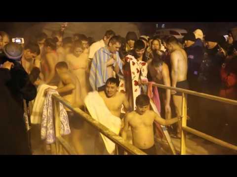 Крещенские купания в проруби в Астане. 2016 год