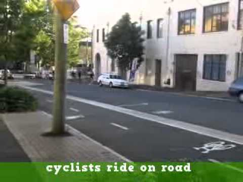 Sydney City Council cycleways : cyclists ride on road not costly separated bike path