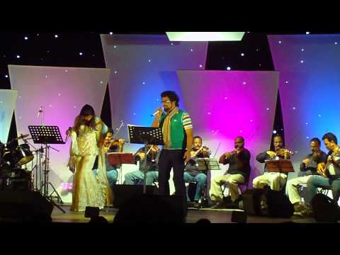 Chinmayi and Haricharan performing Jaane jaan dhoondta phir...