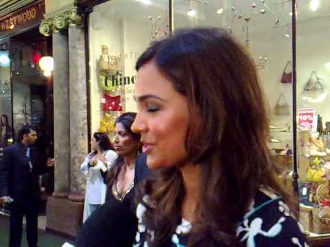 Excited Singh Funny Interview Lara Dutta IIFA Awards 2007