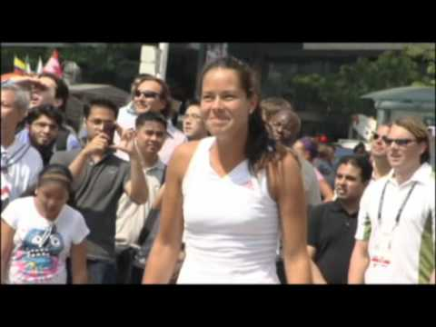 Ivanovic and Wozniacki Play Street Tennis