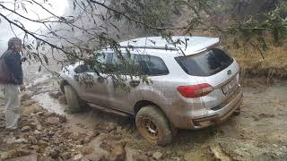 Ford Everest on a sodden Bezuidenhouts Pass - Mountain Passes of South Africa
