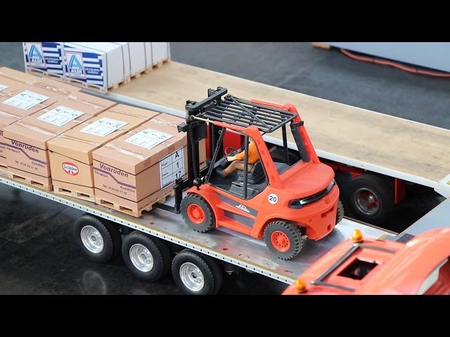RC Linde Forklifts working