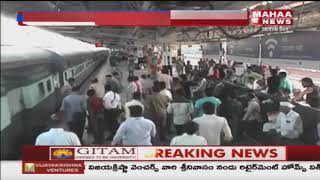 Ticket Collector Saves 20 Year Old Man From Falling off Train in Maharashtra