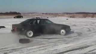 BMW E34 525i drift in the snow