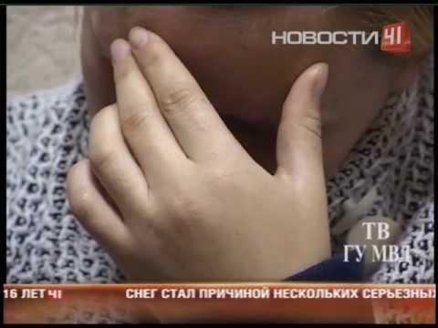 Полицейские задержали женщину, которая несла в...