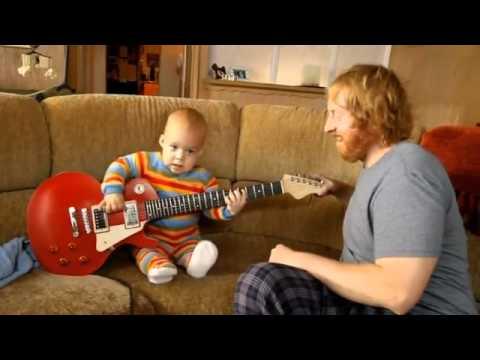 Zdolny Dzieciak Gra Na Gitarze