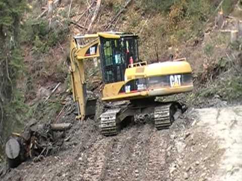 Cat 320 and 325 excavator building logging road