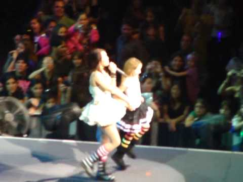 Hoedown Throwdown- Miley And Noah Cyrus Dance Off video