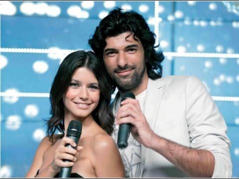 Beren Saat y Engin Akyrek Hace muchos años