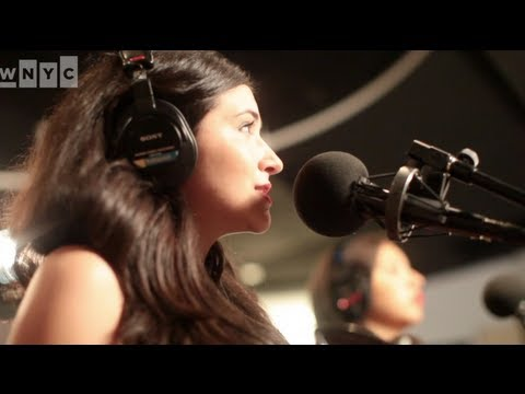 "Alex Winston ""Locomotive"" Live on Soundcheck"