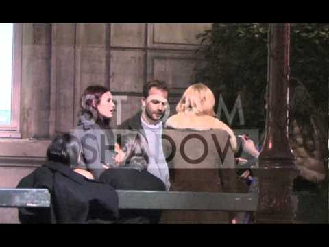 Bruce Willis and daughters having dinner in Paris and Stephen Dorff hitting on the girls