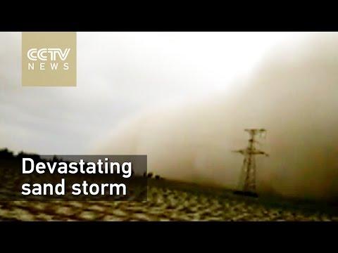 Extraordinary wind wall sweeps over Xinjiang
