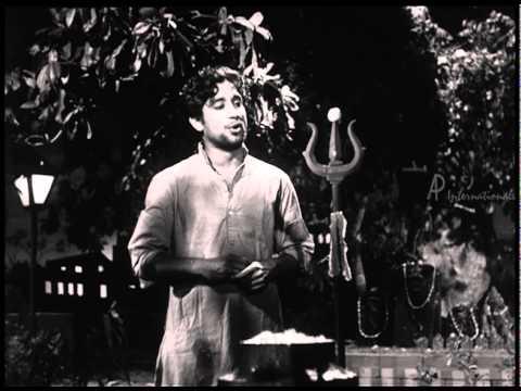 Parasakthi Nenjuporukkuthilliaiye Song