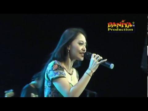 Via Vallen - Rindu serindunya live alfamart - YouTube