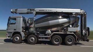 Xe trộn bê tông đi làm việc - Mixing truck working