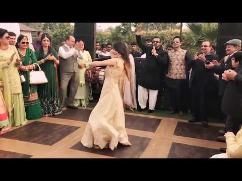 A Cute Girl Dance On Laila Main Laila Song Raees Movie  Laila Main Laila Raees New Dance