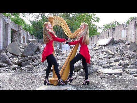 双子で演奏するハープが息ピッタリ♪