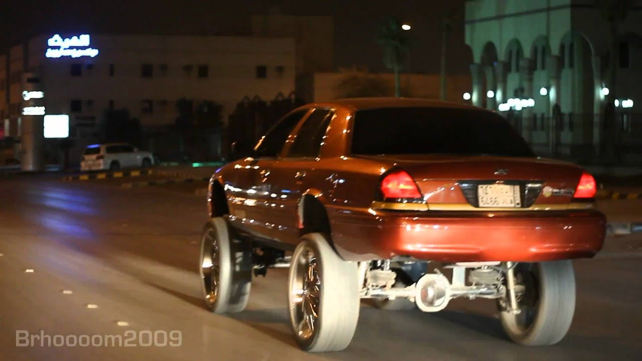 Crown Victoria on 26's Rims - YouTube