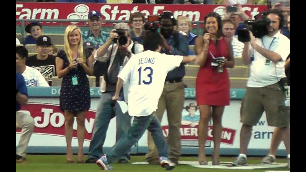 Mr Chow Ken Jeong Gives Dodger Lineup vs Yankees 7-30-13 - YouTube
