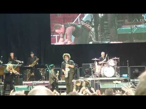 Bruce Springsteen:Dancing In The Dark (live in Finland)