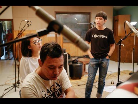 Banda Neira menampilkan Gardika Gigih - Sampai Jadi Debu (Live)