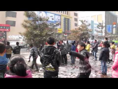 Massive snow fight in China