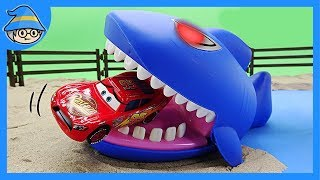 A scary shark appeared! Rescue Lightning McQueen!