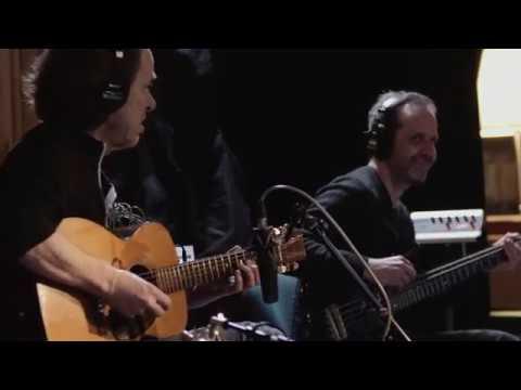 "Dominic Miller - ""Saint Vincent""のレコーディング・セッション映像を公開 新譜「Absinthe」収録曲 thm Music info Clip"